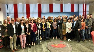 Die Kolleginnen und Kollegen auf der Arbeitszeitkonferenz rufen zur Europawahl auf