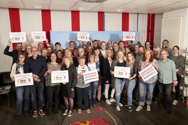 """Der Landesbezirksvorstand NRW unterstützt die Bürgerinitiative """"Housing For All"""""""
