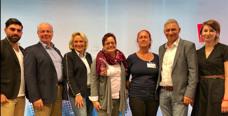 Links nach rechts: Agit, CDU, FDP,SPD, Linke, Wolfgang, Elisabeth Dallüge (PiA NRW Vertretung)
