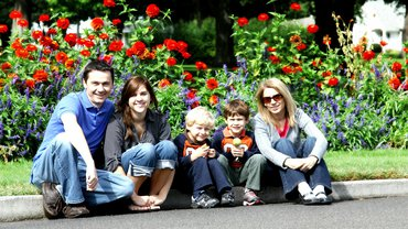 Eine Familie mit drei Kindern.